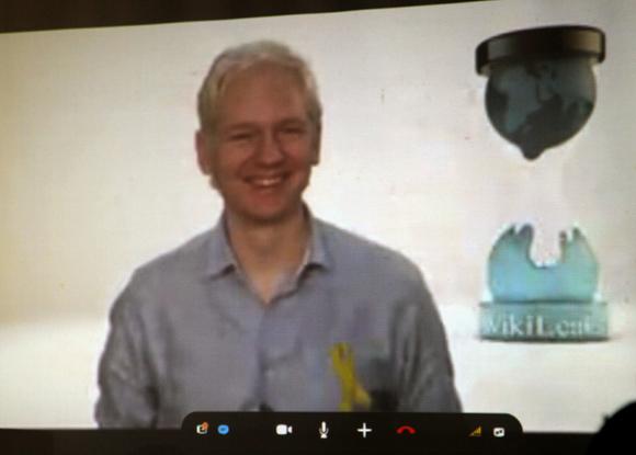 Julian Assange, la libertad y un mojito