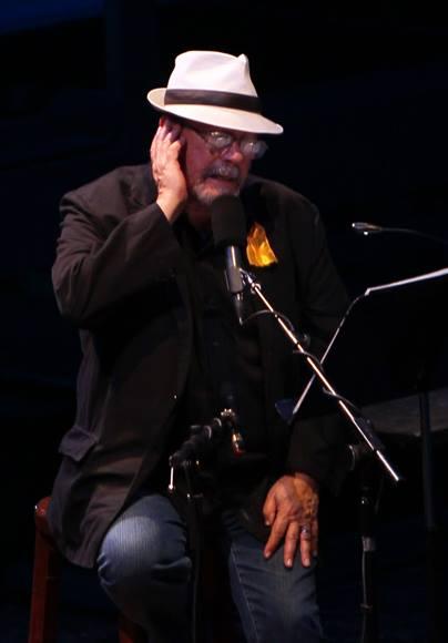 Silvio Rodríguez en Gala Homenaje a los 5 Héroes, tras 15 años de injusta condena. Foto: Ismael Francisco/Cubadebate.