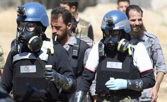 Expertos de la ONU en armamento químico recogen pruebas en Siria, en agosto último. Foto: Reuters (archivo).