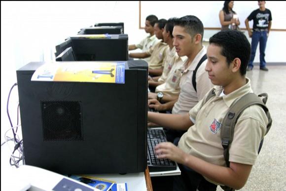 La inversión pública venezolana en educación equivale al siete por ciento del Producto Interno Bruto (PIB) del país, con incrementos anuales sostenidos para garantizar la continuidad de la enseñanza,