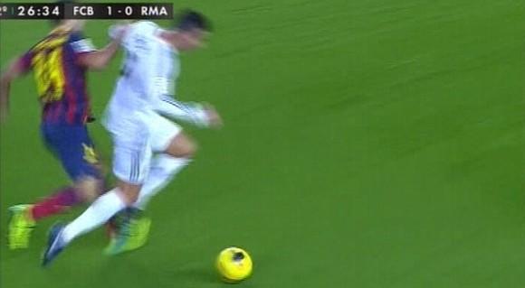 El Madrid reclamó con fuerza una caída dentro del área de Cristiano Ronaldo en la segunda parte.