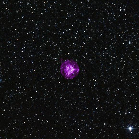El por qué las estrellas masivas explotan sigue siendo una de las cuestiones más importantes de la astrofísica. Situada en la galaxia vecina de la Pequeña Nube de Magallanes, esta supernova proporciona a los astrónomos otro excelente ejemplo de una explosión digna de estudio.