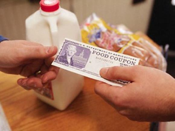 El 15 % de estadounidenses vive de cupones para alimentos.