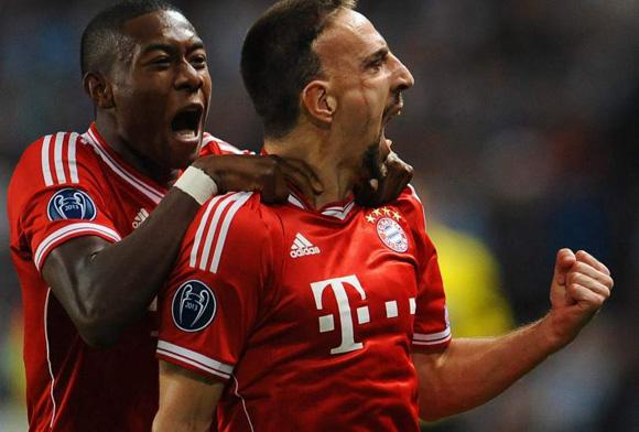 Momento en que Ribery y Alaba celebran el gol del francés que encarriló a los actuales campeones.