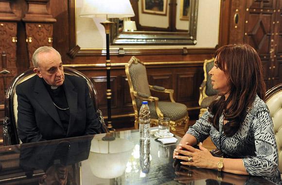 El papa Francisco y la presidenta de Argentina, Cristina Fernández de Kirchner, durante un encuentro en marzo pasado.