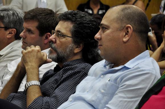 Al centro, Abel Prieto. Foto: Roberto Garaycoa/Cubadebate.