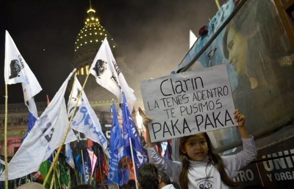 Festejos por la Ley de Medios fotos Kaloian7
