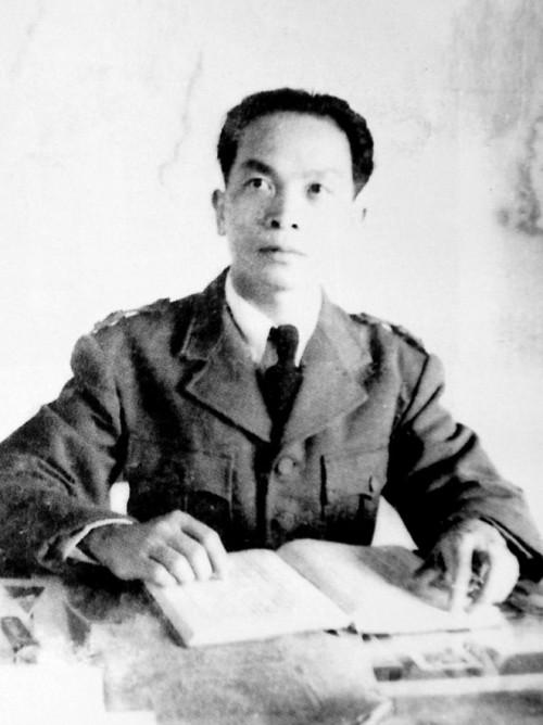 Trabajando en la Base Militar de Viet Bac. 1949