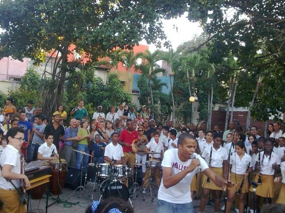 Jazz Band Estudiantil de la Escuela de Música Manuel Saumell actuando en el Parque de El Quijoete en La Habana. Foto: Archivo de Cubadebate