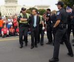 Líderes-del-Congreso-y-activistas-arrestados-por-exigir-reforma-migratoria-400x374