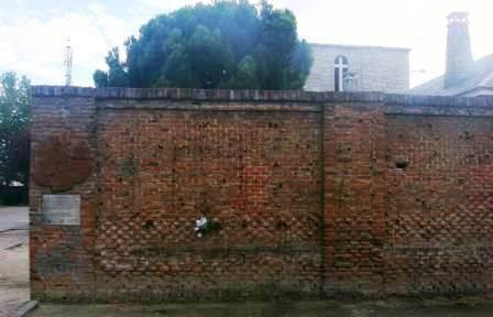 Muro donde fusilaron a víctimas del franquismo en el cementerio de La Almudena. Foto: La pupila insomne.