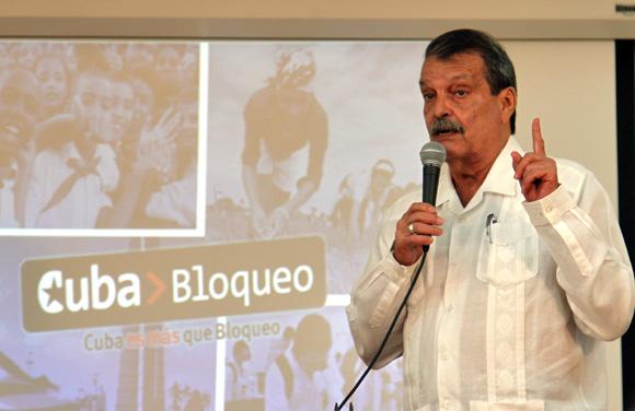 Abelardo Moreno, vicencanciller de Cuba, al momento de presentar el Informe.