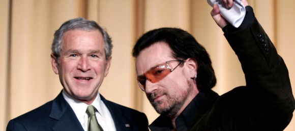 Bono y Bush posan juntos en el National Prayer Breakfast en Washington (Reuters)