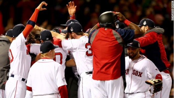 Los peloteros del Boston celebran la victoria