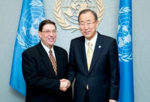 El secretario general de las Naciones Unidas, Ban Ki-moon, y el canciller de Cuba, Bruno Rodríguez, dialogaron hoy en Nueva York sobre la gestión de la isla al frente de la Comunidad de Estados Latinoamericanos y Caribeños (Celac).