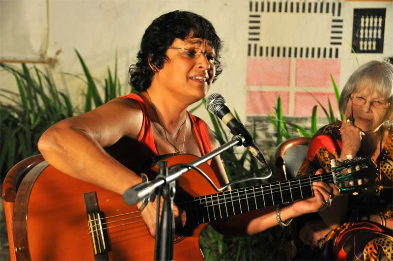 Gema Corredera sorprendió a Marta con un texto de Onelio Jorge Cardoso musicalizado por la compositora. Foto: Lynet Pujol/ Centro Pablo.