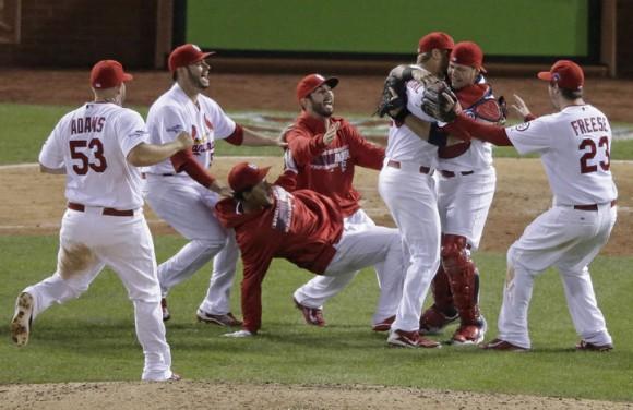 Cardenales de San Luis disputará la Serie Mundial 2013 del beisbol de las Grandes Ligas, al vencer anoche con una blanqueada de 9-0 a Dodgers de Los Ángeles, ante un enloquecido Busch Stadium. (AP)