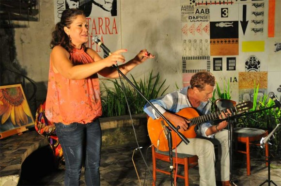 """Ivette Cepeda y Jose Luis Beltrán cantaron """"Sin ir más lejos"""". Foto: Lynet Pujol/ Centro Pablo."""