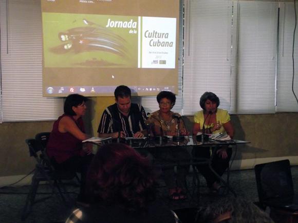 La jornada fue dada a conocer por Luis Morlote, Presidente de la AHS, Silvia Montano, de la Dirección de Programas Culturales y Betty Blanco del FCBC, respectivamente.  Foto. Abel Juliá.