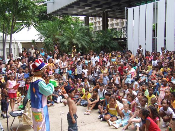 El programa de actividades está conformado por presentaciones de materiales audiovisuales infantiles y espectáculos  para niños. Foto: archivo Marianela Dufflar.