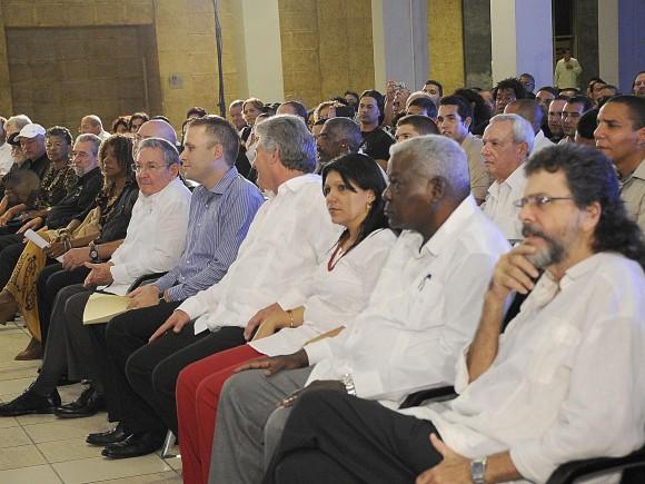 En la celebración participaron también los integrantes del Buró Político del PCC Miguel Díaz-Canel, Primer Vicepresidente de los Consejos de Estado y de Ministros, y Esteban Lazo, presidente de la Asamblea Nacional del Poder Popular, entre otros altos dirigentes.