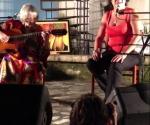 Marta Valdés (guitarra) y Gema Corredera en el concierto que tuvo lugar el 26 de octubre de 2013 en el Centro Pablo, de La Habana.