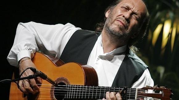 Paco de Lucía, durante un concierto. Foto: Archivo.