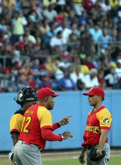 Víctor confió en Hidalgo para cerrar el juego. Foto: Ladyrene Pérez/Cubadebate.