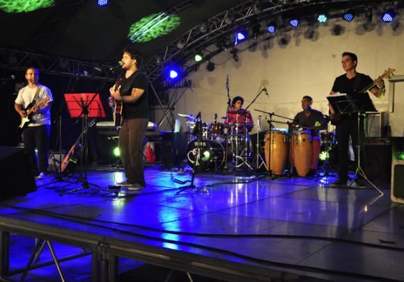 15Cierra la Gala con musica. Foto. Roberto Garaicoa. Cubadebate.