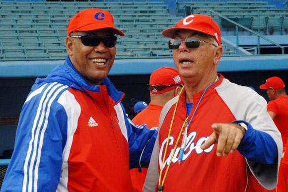 Jorge Fuentes, con Víctor Mesa, durante la preparación del equipo Cuba al III Clásico Mundial de Béisbol.
