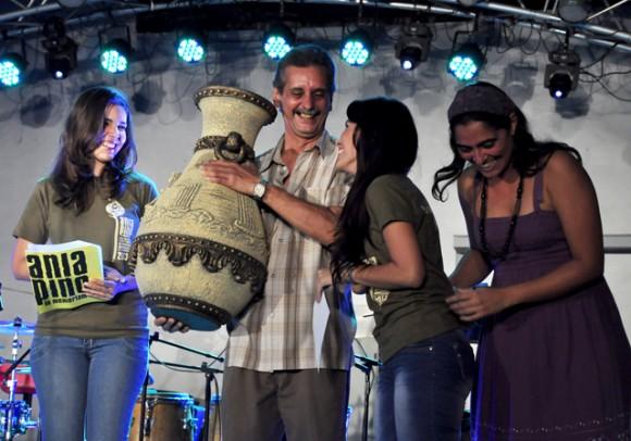 6DEntrega de los premio. Foto. Roberto Garaicoa. Cubadebate.