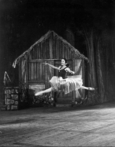 Alicia Alonso bailando Giselle. Foto: Archivo de Cubarte