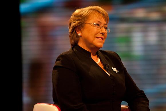 """Michelle Bachelet: """"Hay que avanzar en gratuidad universal en educación en todos los niveles""""."""