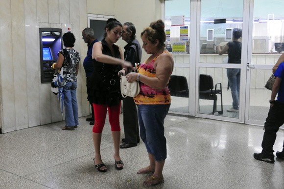 Cajero automático en la terminal de Ómnibus Nacionales. Foto: Ladyrene Pérez/Cubadebate.
