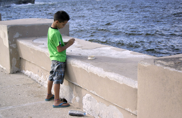 El pequeño pescador. Foto: Daylén Vega/Cubadebte