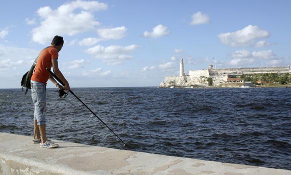 Esperando por el pez. Foto: Daylén Vega/Cubadebate
