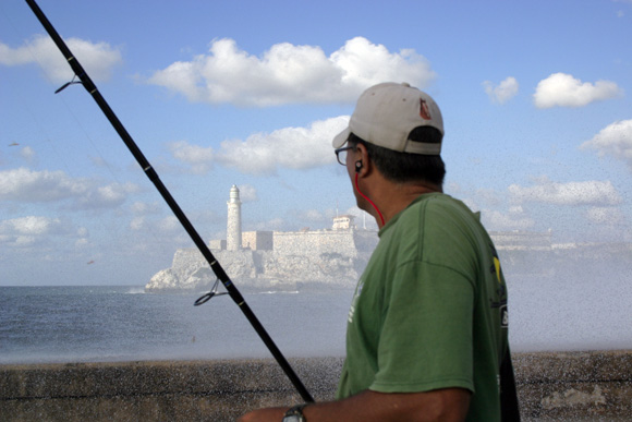 Al otro lado de la ola. Foto: Daylén Vega/Cubadebate.