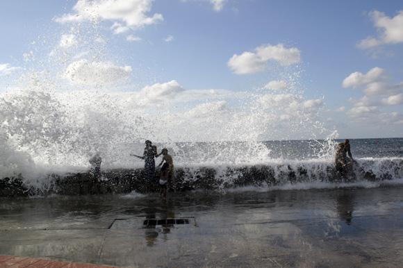 El juego de la ola. Foto: Daylén Vega/Cubadebate