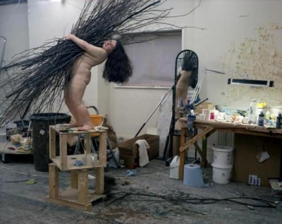 El cuerpo de la mujer toma lugar en su escena artística con una perspectiva no siempre abordada, la del cuerpo real.