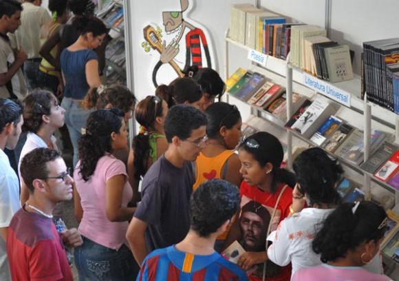 Comenzó Festival Universitario del Libro y la Literatura.