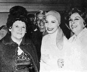 Esther Borja (derecha) junto a Haydé Santamaría y Alicia Alonso.