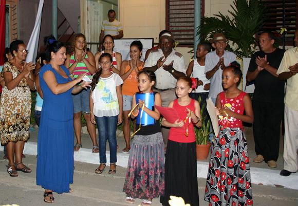 Niñas holguineras dedican su arte a Los Cinco.  Foto: Daylén Vega / Cubadebate