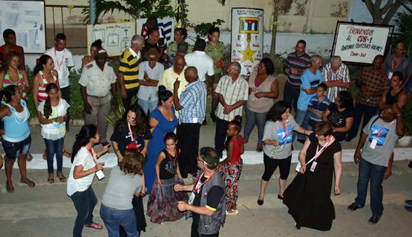 Fiesta de Solidaridad en CDR holguinero.  Foto: Daylén Vega / Cubadebate.