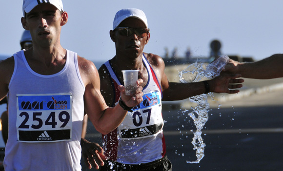 A la derecha, Henry Jaen, ganador del Marabana. Foto: Ladyrene Pérez/Cubadebate.