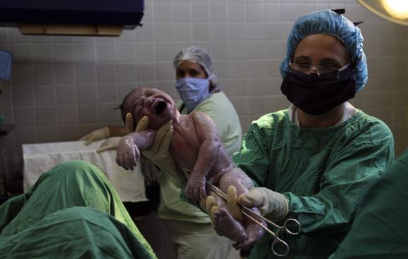 Reconocimiento del bebé. Foto: Ladyrene Pérez/Cubadebate.