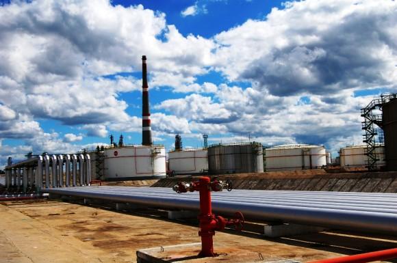 La refinería cienfueguera: siempre cumplidora. Foto: Barreras Ferrán/Cubadebate