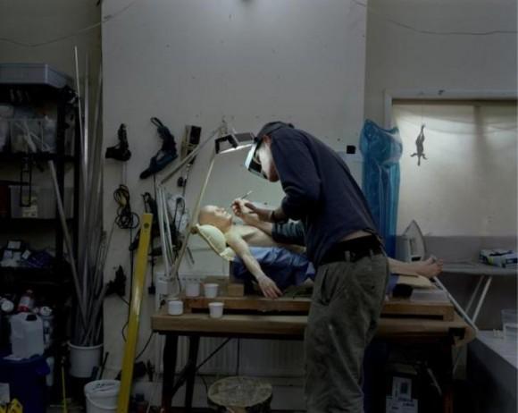 Ron Mueck en su estudio.
