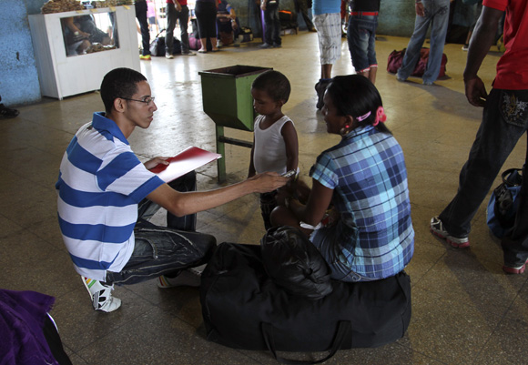Odisley Iznaga y su hija. Foto: Ismael Francisco/Cubadebate.