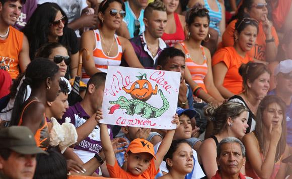 Aficionados en el Sandino. Foto: Ismael francisco/Cubadebate.