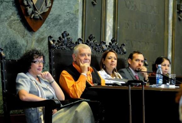 Presidencia del acto de inauguración del VII Encuentro Internacional de Investigadores y Estudiosos de la Información y la Comunicación, realizado en el Aula Magna de la Universidad de La Habana, Cuba, el 27 de noviembre de 2013. Foto: Oriol de la Cruz / AIN.